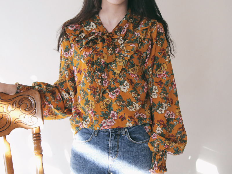 Gram floral frill blouse