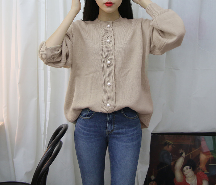 Lovely pearl button knit cardigan