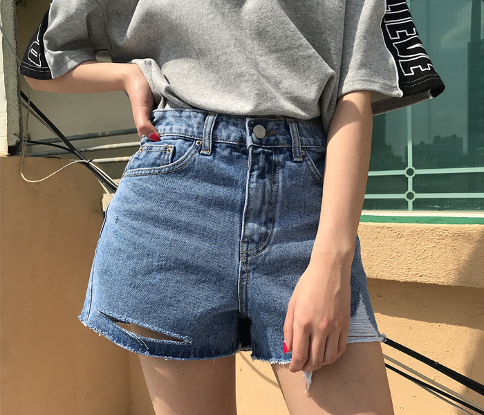 Vintage damage denim shorts