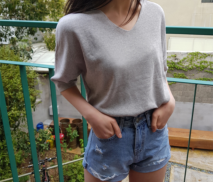 Button v-neck knit